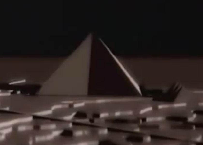 Pyramide avec face coupee en 2 2