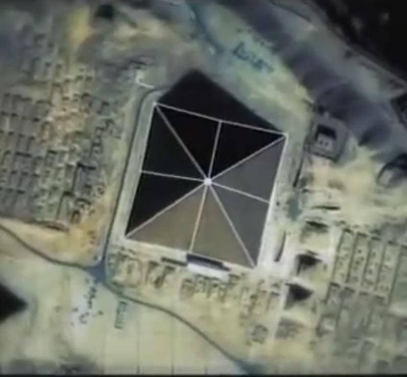 Pyramide avec face coupee en 2